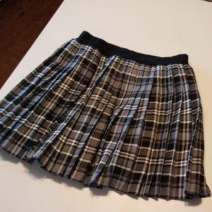 Xhilaration pleated skirt Large